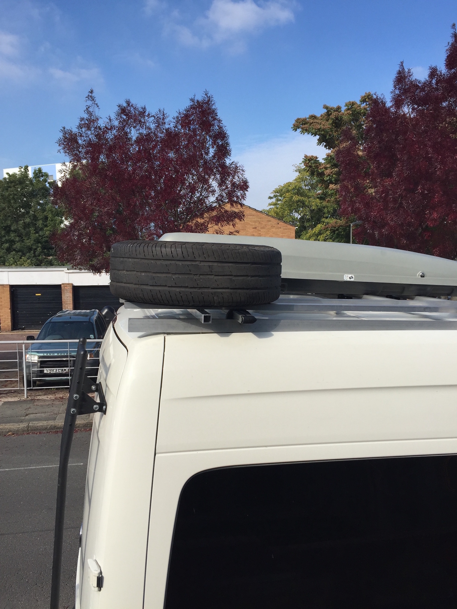 Roof spare mount side